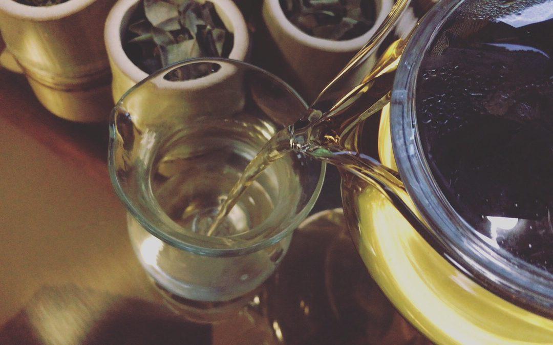 『山の暮らしとごはん』野草と果実葉茶